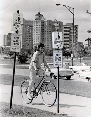 Foster Ave Beach Bike Lane